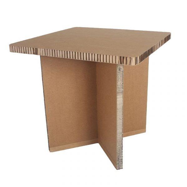 Il tavolo quadrato in cartone FSC avana